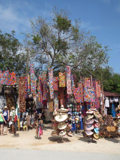 Artesanías en la Zona Arqueológica de Tulum