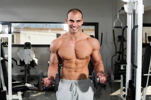 Curl de bíceps con mancuernas alternadas