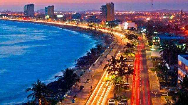 Disfrutando de un Paseo por el Malecón de Mazatlán Sinaloa