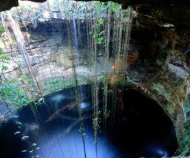 El Cenote Sagrado Azul Ik'kil Yucatán