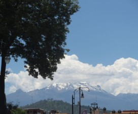 El Volcán Iztaccíhuatl visto desde San Pedro Cholula Puebla
