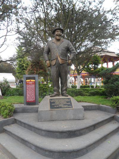 Estatua en honor a Don Gaspar Henaine Capulina Chignahuapan Puebla