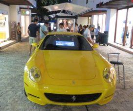 Ferrari en la Quinta Avenida Playa del Carmen