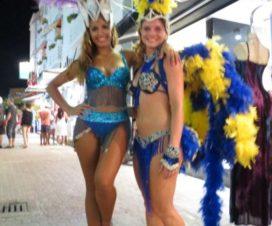 Hermosas Chicas en la Quinta Avenida Playa del Carmen