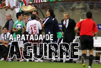 Patada de Javier Aguirre Panamá