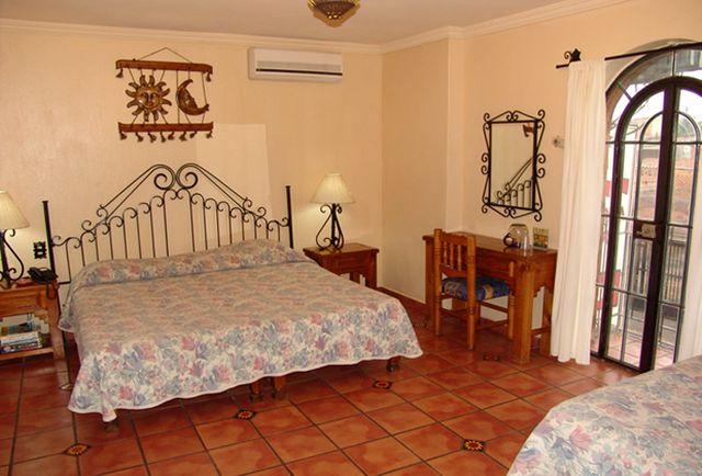 Pet Friendly Hotel Hacienda Del Sol Tonalá