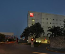 Pet Friendly Hotel Ibis Monterrey Valle