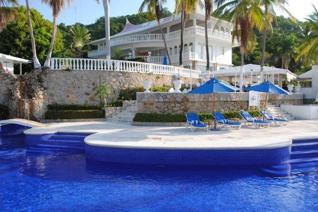 Pet Friendly Hotel Villavera & Raquet Club Acapulco