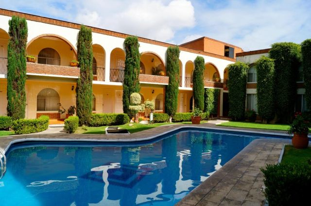 Pet Friendly Hotel & Suites Villa del Sol Morelia