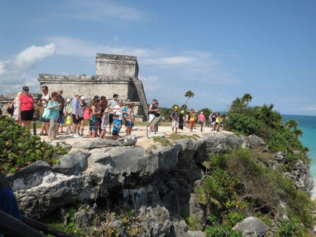 Turistas en las Ruinas de Tulum Riviera Maya