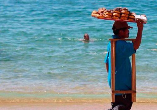 Vendedores Ambulantes en la Playa Acapulco