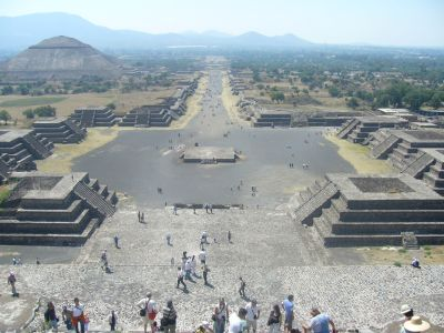 http://www.edy.com.mx/wp-content/uploads/zona_arqueologica_de_teotihuacan.jpg